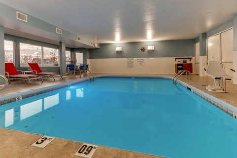 Hotel photography of Holiday Inn Express indoor pool